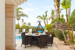 Патио. Кипр, Каппарис : Великолепная вилла с видом на Средиземное море, с 4-мя спальнями, с бассейном, солнечной террасой с lounge-зоной, барбекю, расположена в 150 метрах от пляжа Malama beach