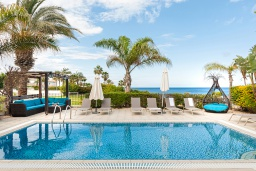 Бассейн. Кипр, Каппарис : Великолепная вилла с видом на Средиземное море, с 4-мя спальнями, с бассейном, солнечной террасой с lounge-зоной, барбекю, расположена в 150 метрах от пляжа Malama beach