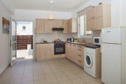 Кухня. Кипр, Пернера : Прекрасная вилла с 3-мя спальнями, с бассейном, солнечной террасой с патио и барбекю, расположена около пляжа Pernera Beach