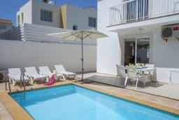 Бассейн. Кипр, Пернера : Прекрасная вилла с 3-мя спальнями, с бассейном, солнечной террасой с патио и барбекю, расположена около пляжа Pernera Beach