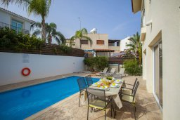 Фасад дома. Кипр, Фиг Три Бэй Протарас : Прекрасная вилла с 3-мя спальнями, с бассейном, солнечной террасой с патио и барбекю, расположена недалеко от пляжа Fig Tree Bay Beach