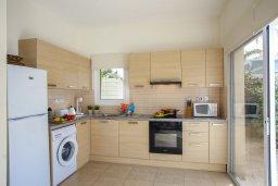 Кухня. Кипр, Фиг Три Бэй Протарас : Прекрасная вилла с 3-мя спальнями, с бассейном, солнечной террасой с патио и барбекю, расположена недалеко от пляжа Fig Tree Bay Beach