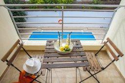 Балкон. Кипр, Фиг Три Бэй Протарас : Прекрасная вилла с 3-мя спальнями, с бассейном, солнечной террасой с патио и барбекю, расположена недалеко от пляжа Fig Tree Bay Beach