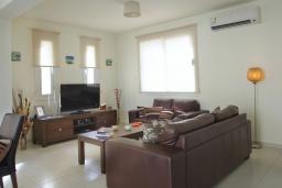 Кухня. Кипр, Пернера : Уютная двухэтажная вилла с  3-мя спальнями, с частным бассейном, садом и барбекю