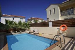 Бассейн. Кипр, Пернера : Уютная двухэтажная вилла с  3-мя спальнями, с частным бассейном, садом и барбекю