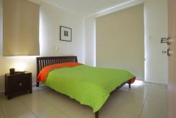 Спальня. Кипр, Пернера : Уютная двухэтажная вилла с  3-мя спальнями, с частным бассейном, садом и барбекю