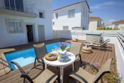 Территория. Кипр, Пернера : Потрясающая вилла с 3-мя спальнями, с бассейном, солнечной террасой с патио и барбекю, расположена около пляжа Pernera Beach