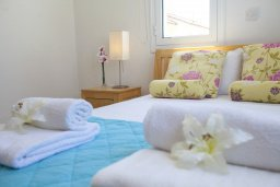 Спальня. Кипр, Пернера : Потрясающая вилла с 3-мя спальнями, с бассейном, солнечной террасой с патио и барбекю, расположена около пляжа Pernera Beach