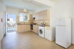 Кухня. Кипр, Пернера : Потрясающая вилла с 3-мя спальнями, с бассейном, солнечной террасой с патио и барбекю, расположена около пляжа Pernera Beach