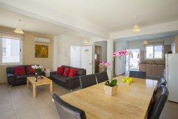 Гостиная. Кипр, Пернера : Потрясающая вилла с 3-мя спальнями, с бассейном, солнечной террасой с патио и барбекю, расположена около пляжа Pernera Beach