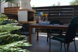 Терраса. Кипр, Пернера : Уютная вилла с 2-мя спальнями, открытым бассейном, зеленым садом и и солнечной террасой с барбекю