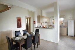 Обеденная зона. Кипр, Фиг Три Бэй Протарас : Новая двухэтажная вилла с 3-мя спальнями,  с большим бассейном и террасой, в окружении деревьев и растений