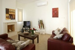 Гостиная. Кипр, Фиг Три Бэй Протарас : Новая двухэтажная вилла с 3-мя спальнями,  с большим бассейном и террасой, в окружении деревьев и растений