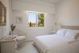 Спальня 3. Кипр, Пернера : Уникальная и современная вилла в греческом стиле с панорамным видом на Средиземное море, с 5-ю спальнями, с бассейном, тенистой террасой с патио и барбекю, расположенная на побережье около пляжа Crystal Springs Beach