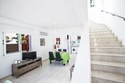 Лестница наверх. Кипр, Пернера : Очаровательная вилла с 2-мя спальнями, с бассейном, тенистой террасой с патио и барбекю, расположена в 650 метрах от пляжа Kalamies Beach