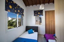 Спальня 2. Кипр, Пернера : Очаровательная вилла с 2-мя спальнями, с бассейном, тенистой террасой с патио и барбекю, расположена в 650 метрах от пляжа Kalamies Beach