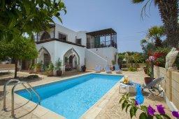 Фасад дома. Кипр, Санрайз Протарас : Потрясающая двухэтажная вилла с 3-мя спальнями, с частным бассейном, зеленым садом, общим теннисным кортом