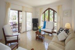 Гостиная. Кипр, Санрайз Протарас : Потрясающая двухэтажная вилла с 3-мя спальнями, с частным бассейном, зеленым садом, общим теннисным кортом