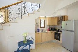 Кухня. Кипр, Санрайз Протарас : Потрясающая двухэтажная вилла с 3-мя спальнями, с частным бассейном, зеленым садом, общим теннисным кортом