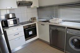 Кухня. Кипр, Лачи : Современная вилла с 3-мя спальнями, с потрясающим панорамным видом на море, с частным бассейном с подогревом, садом и охраняемой парковкой