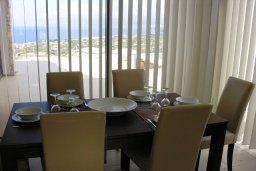 Обеденная зона. Кипр, Лачи : Современная вилла с 3-мя спальнями, с потрясающим панорамным видом на море, с частным бассейном с подогревом, садом и охраняемой парковкой