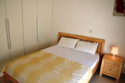 Спальня. Кипр, Лачи : Современная вилла с 3-мя спальнями, с потрясающим панорамным видом на море, с частным бассейном с подогревом, садом и охраняемой парковкой