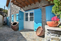 Фасад дома. Кипр, Какопетрия : Традиционный каменный дом с 3-мя спальнями на горнолыжном курорте