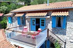 Вид на виллу/дом снаружи. Кипр, Какопетрия : Традиционный каменный дом с 3-мя спальнями на горнолыжном курорте