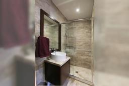 Ванная комната. Кипр, Какопетрия : Традиционный каменный дом с 3-мя спальнями на горнолыжном курорте