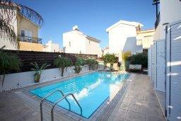Фасад дома. Кипр, Коннос Бэй : Двухэтажная вилла с 2-мя спальнями, с большим открытым плавательным бассейном и барбекю