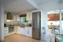 Кухня. Кипр, Коннос Бэй : Двухэтажная вилла с 2-мя спальнями, с большим открытым плавательным бассейном и барбекю