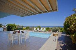 Бассейн. Кипр, Фиг Три Бэй Протарас : Современная элегантная вилла с 3-мя спальнями, 3-мя ванными комнатами, с бассейном, тенистой террасой с патио и барбекю, расположена на побережье Протараса недалеко от пляжа Fig Tree Bay
