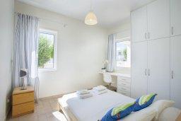 Спальня 3. Кипр, Фиг Три Бэй Протарас : Современная элегантная вилла с 3-мя спальнями, 3-мя ванными комнатами, с бассейном, тенистой террасой с патио и барбекю, расположена на побережье Протараса недалеко от пляжа Fig Tree Bay