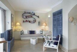 Спальня 3. Кипр, Фиг Три Бэй Протарас : Уникальная и элегантная вилла с 3-мя спальнями, с бассейном, в окружении средиземноморского сада, солнечной террасой с патио и барбекю, расположена в тихом месте Протараса недалеко от пляжа Fig Tree Bay Beach