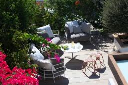 Зелёный сад. Кипр, Фиг Три Бэй Протарас : Современная роскошная вилла с 3-мя спальнями, с бассейном, в окружении пышного зелёного сада, с солнечной террасой с патио и барбекю, расположена недалеко от пляжа Fig Tree Bay Beach