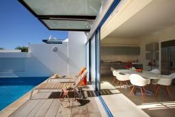 Терраса. Кипр, Фиг Три Бэй Протарас : Современная роскошная вилла с 3-мя спальнями, с бассейном, в окружении пышного зелёного сада, с солнечной террасой с патио и барбекю, расположена недалеко от пляжа Fig Tree Bay Beach