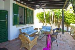 Патио. Кипр, Санрайз Протарас : Прекрасная вилла с 6-ю спальнями, с открытым частным бассейном, крытой верандой и панорамным видом на Средиземное море