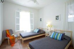 Спальня. Кипр, Санрайз Протарас : Прекрасная вилла с 6-ю спальнями, с открытым частным бассейном, крытой верандой и панорамным видом на Средиземное море