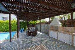 Беседка. Кипр, Пернера : Очаровательная вилла с 4-мя спальнями, с бассейном, просторным красивым садом и крытой террасой с патио и барбекю,  расположена всего в 200 метрах от знаменитого пляжа Kalamies Beach