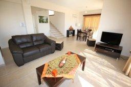 Гостиная. Кипр, Писсури : Благоустроенная вилла для 6-ти человек с 3-мя спальнями с открытым плавательным бассейном и ландшафтным садом