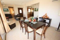 Обеденная зона. Кипр, Писсури : Благоустроенная вилла для 6-ти человек с 3-мя спальнями с открытым плавательным бассейном и ландшафтным садом