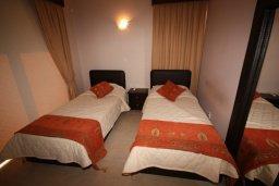 Спальня. Кипр, Писсури : Благоустроенная вилла для 6-ти человек с 3-мя спальнями с открытым плавательным бассейном и ландшафтным садом