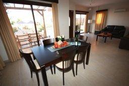 Обеденная зона. Кипр, Писсури : Очаровательная вилла с 3-мя спальнями для 6-ти человек с бассейном, окруженная ухоженным зеленым садом