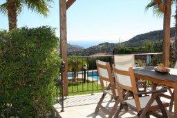 Веранда. Кипр, Писсури : Новая вилла с 3-мя спальнями для 6-ти человек с панорамным видом на море и горы , с открытым плавательным бассейном.
