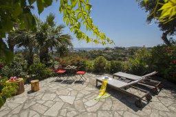 Территория. Кипр, Санрайз Протарас : Потрясающий апартамент в традиционном греческом стиле с видом на Средиземное море, с 2-мя спальнями, зелёным садом с патио и барбекю, расположен в тихом районе Profitis Elias Hill