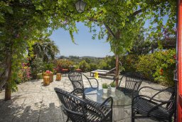 Терраса. Кипр, Санрайз Протарас : Потрясающий апартамент в традиционном греческом стиле с видом на Средиземное море, с 2-мя спальнями, зелёным садом с патио и барбекю, расположен в тихом районе Profitis Elias Hill