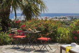 Вид на море. Кипр, Санрайз Протарас : Потрясающий апартамент в традиционном греческом стиле с видом на Средиземное море, с 2-мя спальнями, зелёным садом с патио и барбекю, расположен в тихом районе Profitis Elias Hill