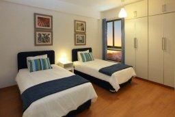 Спальня 2. Кипр, Ларнака город : Современный апартамент на берегу моря с 2-мя спальнями и с балконом с потрясающим видом на Средиземное море