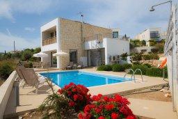 Фасад дома. Кипр, Лачи : Прекрасная вилла с 3-мя спальнями, с панорамным видом на Средиземное море, с открытым плавательным бассейном, патио и барбекю