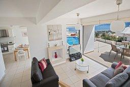 Гостиная. Кипр, Лачи : Прекрасная вилла с 3-мя спальнями, с панорамным видом на Средиземное море, с открытым плавательным бассейном, патио и барбекю